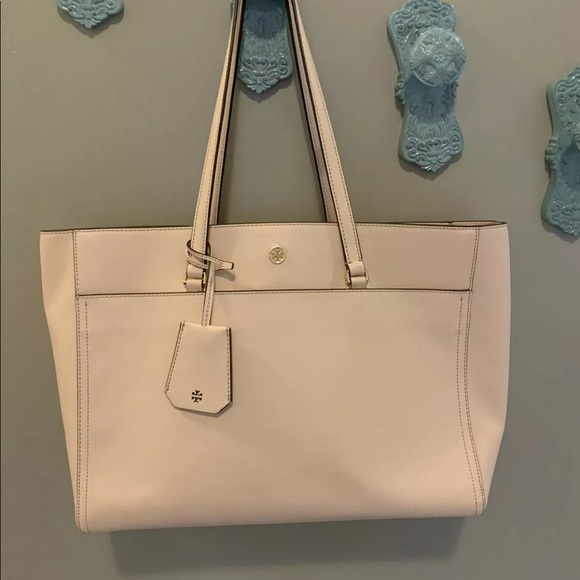 Tory Burch Handbags - TORY BURCH Robinson Large Zip Tote ~ Pale Apricot